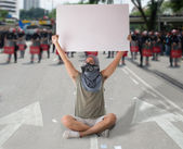Man in street protest — Stock Photo