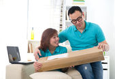 Asian chinese couple receiving online package — Stock Photo