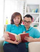 Asian couple reading lifestyle photo — Stock Photo