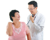 Asian senior female medical checkup with doctors ,south east asi — Stock Photo