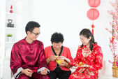 Chinese new year family during chinese new year — Stock Photo