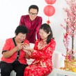 Chinese family celebratin new year — Stock Photo