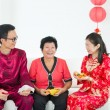 Chinese family celebrating lunar new year — Stockfoto