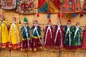 Toeristische souvenirs indiase marionet poppen van jaisalmer — Stockfoto