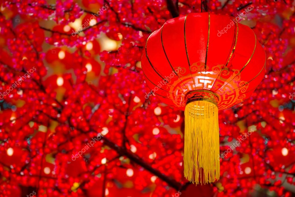 Chinesische Lampions mit rotem Hintergrund — Stockfoto © yuliang11 ...