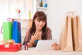 Asian chinese girl doing online shopping with bookshelf backgrou — Stock Photo
