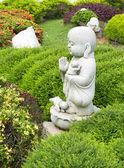 Piedra caliza estatua del monje buda — Foto de Stock
