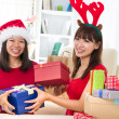 Chinese girl friends during a christmas celebration — Φωτογραφία Αρχείου