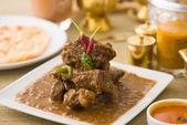 Mutton korma famoso cibo con elemento di sfondo tradizionale indiano — Foto Stock