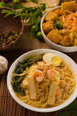 Singapore famous prawn noodle or har mee with decorations on bac — Stock Photo