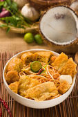 Singapore laksa curry noodles with plenty of raw ingredients as — Stock Photo