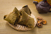 Chinese dumplings, zongzi usually taken during duanwu festival o — Stock Photo