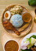 Nasi kerabu popular ramadan food in malaysia — Stock Photo