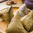 Chinese dumplings on bamboo place mat — Stock Photo