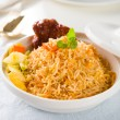 Biryani rice or briyani rice, curry chicken and salad, tradition — Stockfoto