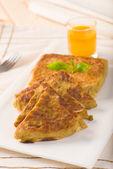Mutabbaq a popular arab ramadan food where bread if stuffed with — Stock Photo
