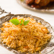 Biryani rice or briyani rice, curry chicken and salad, tradition — Foto de Stock