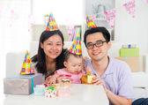Kinesisk familj firar baby födelsedagsfest, fullmåne — Stockfoto