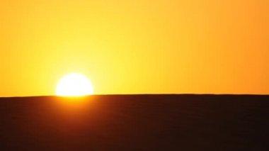 Sunrise in the desert — Stock Video