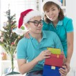 Asian couple lifestyle christmas celebration gift sharing — Stock fotografie