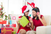 Singaporean asian friend lifestyle christmas photo — Stock Photo