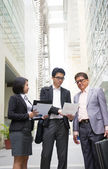 Asian business team reporting to senior ceo with office backgrou — Stock Photo
