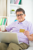 Senior asian male online shopping — Foto de Stock