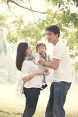 Asian pregnant mother with husband — Stock Photo