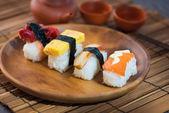 Rouleaux de saumon et de caviar — Photo