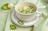 Creamy cauliflower soup with fresh chives — Stock Photo