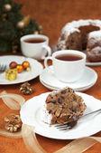 Mesa de navidad - decoraciones de navidad y pastel — Foto de Stock