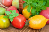 Fresh tomatoes and basil — Stock Photo