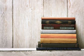 Old book shelf blank spines, empty binding stack on wood texture background, knowledge concept — Stock Photo
