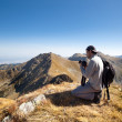 Young man hiking and taking photos from the top of the mountains — Stock Photo #12900153