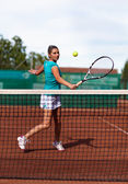 Beautiful woman tennis player prepared for backhand stroke — Stock Photo