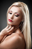 Beautiful blond woman on gray backgrond — Stock Photo
