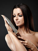 Close-up view of passionate Arab woman holding a knife in her ha — Stock Photo