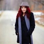 Pretty woman in outdoor closeup — Stock Photo