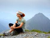 Woman on mountain, resting — Stock Photo