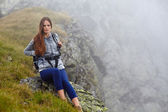 Woman hiker on a mountain trail — Stock Photo