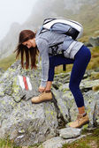 Woman hiker tying the shoelaces — Stock Photo
