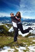 Couple hugging and enjoying a hiking trip — Stock Photo