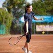Tennis player executing a forehand — Stock Photo