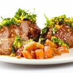 Slow cooked shin beef with orange gremolata — Stock Photo