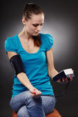 Woman measuring her blood pressure by herself — Stock Photo