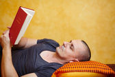 Casual man reading a book — Stock Photo