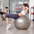 Woman doing abs crunches — Stock Photo