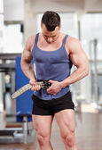 Man fastening belt in the gym — Stok fotoğraf