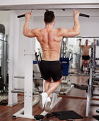 Man doing pull-ups — Stock Photo