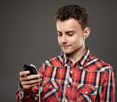Teen listening music from smartphone — Stock Photo